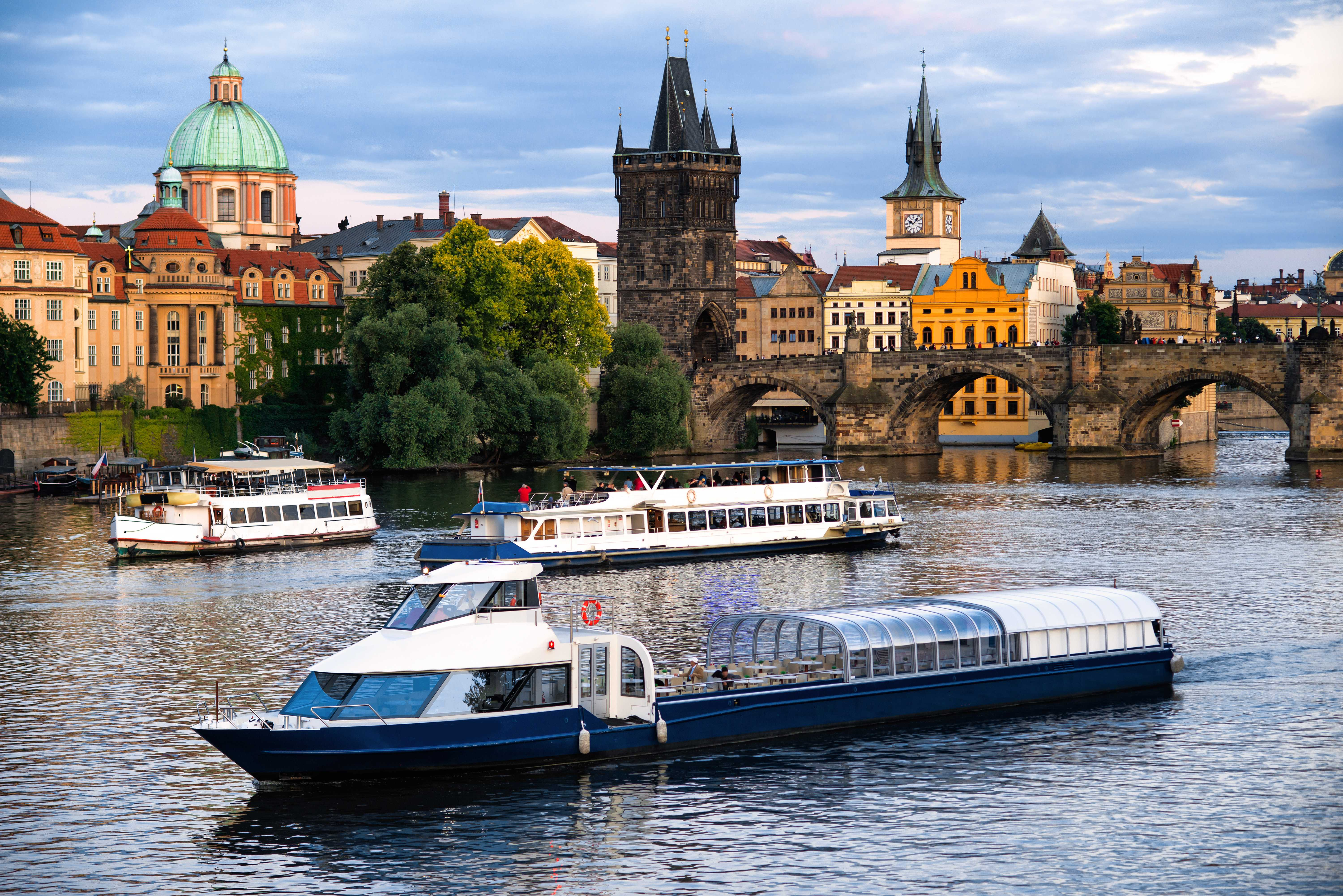 groepsuitje dinercruise praag